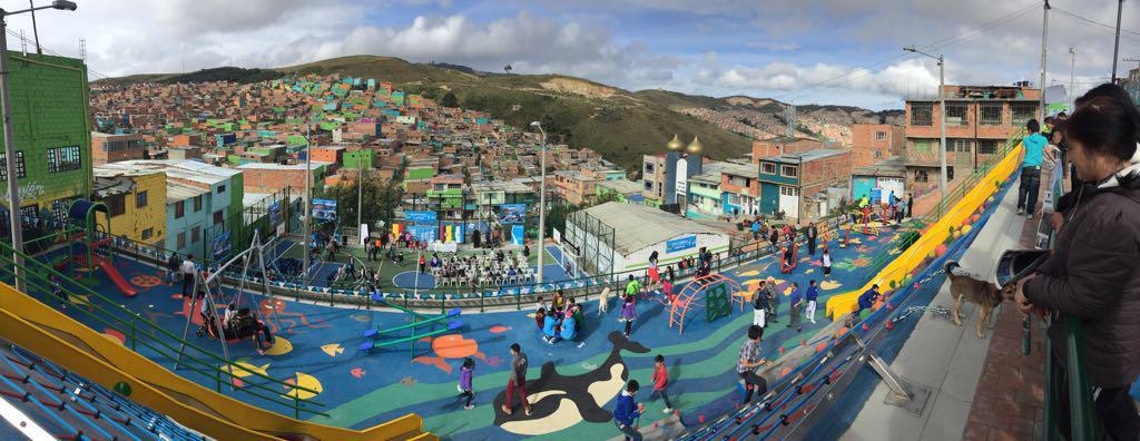 Parque Caracolí. Primer premio Bienal de Espacio Público de Bogotá.